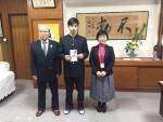 【男子ソフトボール部】大橋選手に対して島根県ソフトボール協会と島根県高P連より激励金が贈呈されました